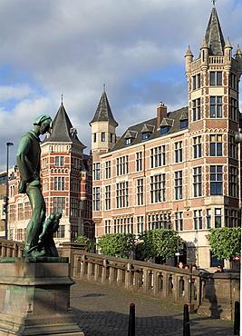 Belgium, Antwerp, Steenplein, Lange Wapper statue.