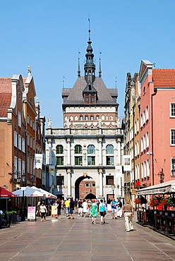 Tourists in front of the Golden Gate in the Long Street from Gdansk