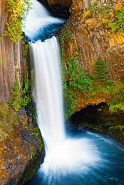 Toketee Falls, Umpqua National Forest, Oregon USA.