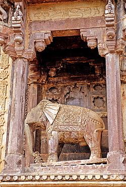 Royal Palace, Jahanghir Mahal, XVI century, detail of facade, Orcha, Madhya Pradesh, India, Asia.