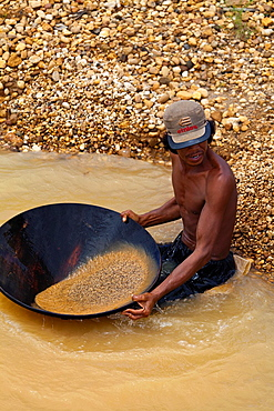 Washing out of Diamaonds on the Diamond Mines of Cempaka, Indonesia.