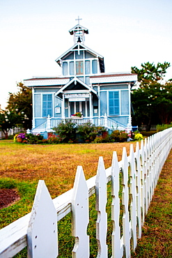 Saint Peter¥s By the Sea Catholic Church, built in Victorian style and framed by a white picket fence.