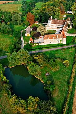 Chateau de la Berchere hotel, balloon flight with Air Snail above the vineyards of the Cote de Nuits and Hautes-Cotes de Nuits, Burgundy, France