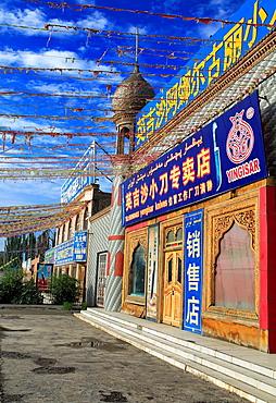 Knives market, Yengisar, Kashgar Prefecture, Xinjiang Uyghur Autonomous Region, China.