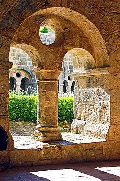 Europe, France, Var, Le Thoronet, Cistercian Abbey. The cloister.