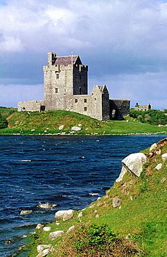 Ireland, Co, Galway, Kinvarra, Dunguaire castle.