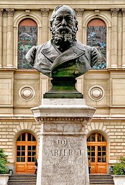 University of Geneva, in front statue of Antoine Carteret, politician, state councilor, Geneva, Switzerland.
