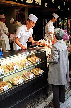 Japan, Tokyo, Asakusa, Nakamise Street, pastry shop, people,.