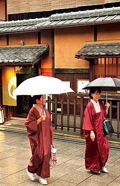 Japan, Kyoto, Gion, street scene, women in kimono,.