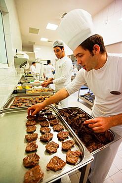 Turkish cook preparing meat, Sultanahmet, Istanbul, Turkey, Europe.