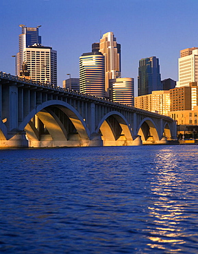 Downtown skyline, Minneapolis, Minnesota, USA.