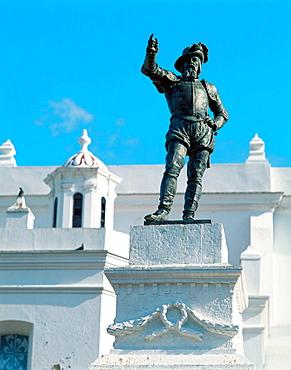 Juan Ponce de Leon statue (Spanish explorer who founded the oldest settlement in Puerto Rico), San Jose square, San Juan, Puerto Rico.