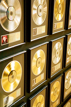 Country Music Hall of Fame-, Country Music Gold Records, Nashville, Tennessee, USA.