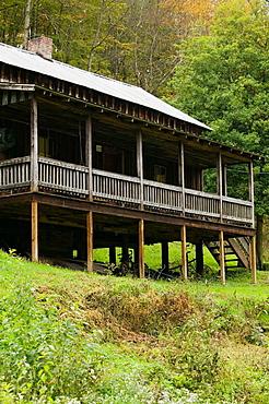 Childhood cabin home in Butcher Holler of famed country singer Loretta Lynn, The Coal Miner's Daughter, Paintsville, Kentucky, USA.