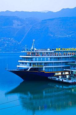 China, Chongqing Province, Yangzi River, City of Wushan, View of Yangzi River Cruise ships in Wushan Harbor / Dawn
