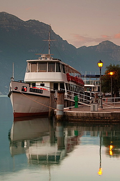 Italy, Trentino-Alto Adige, Lake District, Lake Garda, Riva del Garda, lake ferries, dawn