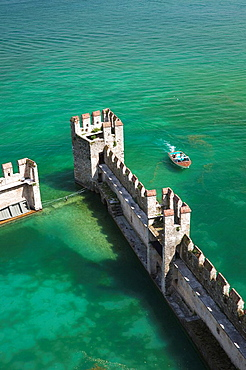 Italy, Lombardy, Lake District, Lake Garda, Sirmione, Castello Scaligero, b 1250, view of the castle moat