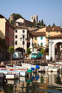 Italy, Lombardy, Lake District, Lake Garda, Desenzano del Garda, Porto Vecchio, old town harbor