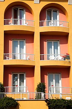 Italy, Lombardy, Lake District, Lake Garda, Desenzano del Garda, lakeside condo building