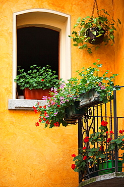 Italy, Piedmont, Lake Maggiore, Cannobio, building detail