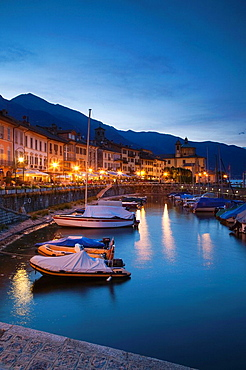 Italy, Piedmont, Lake Maggiore, Cannobio, Piazza Vittorio Emanuele III, view from the harbor, evening