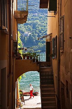 Italy, Piedmont, Lake Maggiore, Stresa, Borromean Islands, Isola Superiore O Dei Pescatori, archway view, NR
