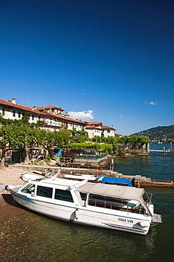 Italy, Piedmont, Lake Maggiore, Stresa, Borromean Islands, Isola Superiore O Dei Pescatori, lakefront