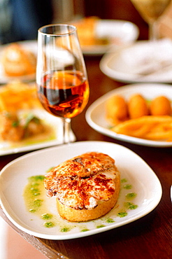 Spain, Andalusia, Jerez, Local cooking tapas, octopus and old Sherry Amontillado at the restaurant 'Gallo Azul'