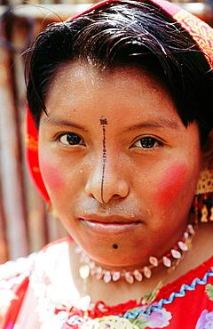 Kuna Indian woman, San Blas archipielago, Panama - 817-96145
