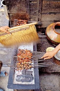 Kebab seller, Peshawar street, NWFP (North-West Frontier Province (northwest Pakistan), Pakistan.