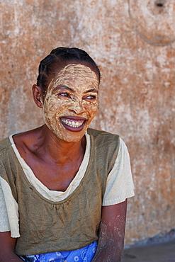 People at the weekly market at Belo sur Tsiribihina, Menabe region, Western Madagascar, Africa