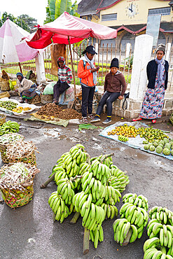 Daily market in front of Fianarantsoa train station, Ihorombe Region, Southern Madagascar