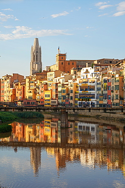 Houses on the River Onyar and St. Felix Church, Girona, Catalonia, Spain, Europe