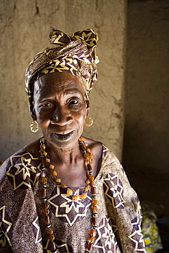 Portrait of a griot (storyteller), woman in Mali, West Africa, Africa