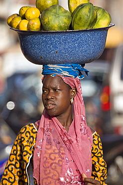 Selling fruit in the market in Ouagadougou, Burkina Faso, West Africa, Africa