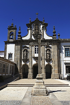 The Carmelite Convent (Convento do Carmo) and crucifix in the old town of Guimaraes, UNESCO World Heritage Site, Minho, Portugal, Europe