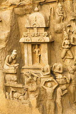The famous bas relief panel of Arjuna's Penance (Bhagiratha's Penance) at Mahabalipuram (Mamallapuram), UNESCO World Heritage Site, Tamil Nadu, India, Asia