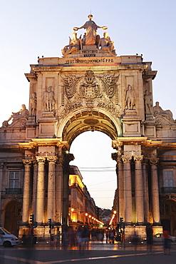 Dusk and the illuminated Arch of Rua Augusta (Arco da Rua Augusta), Commerce Square (Praca do Comercio), Baixa, Lisbon, Portugal, Europe