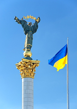 Ukrainian flag and Independence column in Independence Square (Maidan Nezalezhnosti) in Kiev, the capital of Ukraine, Europe