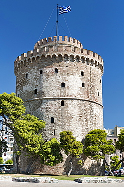 The White Tower (Lefkos Pyrgos) on the waterfront in Thessaloniki, Greece, Europe