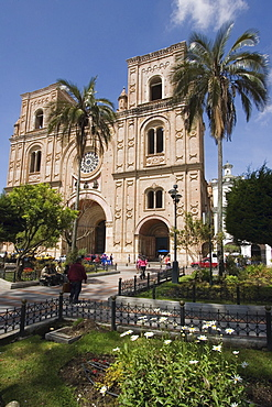 The new Catedral de la Inmaculada Concepcion built in 1885, on Parque Calderon, the main plaza in centre of attractive colonial capital, Cuenca, Azuay Province, Southern Highlands, Ecuador, South America