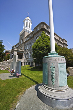 World War I and World War II on left, memorials outside the City Hall on Broadway in historic Newport, Rhode Island, New England, United States of America, North America