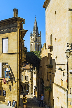 Narrow Rue de Girondins and the 13 century church in this historic town and famous Bordeaux red wine region, Saint Emilion, Gironde, France, Europe