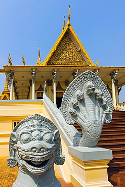 Guardian lion and snakehead Naga, Preah Tineang Tevea Vinichhay Throne Hall in the Royal Palace, City Centre, Phnom Penh, Cambodia, Indochina, Southeast Asia, Asia