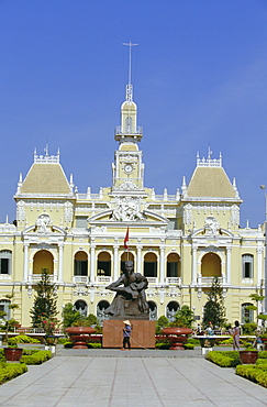 Hotel de Ville (City Hall), completed 1908, now houses Peoples Committee, Nguyen Hue Boulevard, downtown, Ho Chi Minh City (formerly Saigon), Vietnam, Indochina, Southeast Asia, Asia