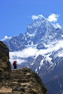 Trail between Namche Bazaar and Everest View Hotel, with Mt. Thamserku behind, Sagarmatha National Park, UNESCO World Heritage Site, Nepal, Himalayas, Asia