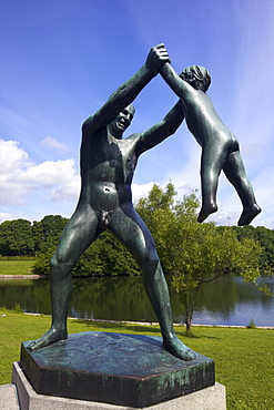 Father and Baby playing, by Gustav Vigeland, sculptures in bronze in Vigeland Sculpture Park, Frognerparken, Oslo, Norway, Scandinavia, Europe