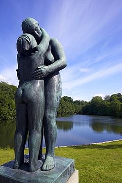 Mother and,daughter, by Gustav Vigeland, sculptures in bronze in Vigeland Sculpture Park, Frognerparken, Oslo, Norway, Scandinavia, Europe