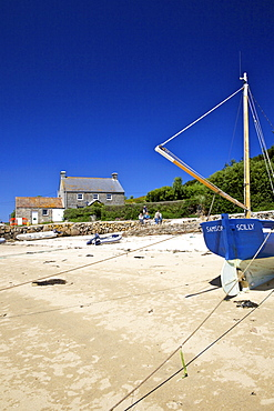 Sandy beach at New Grimsby, island of Tresco, Isles of Scilly, England, United Kingdom, Europe