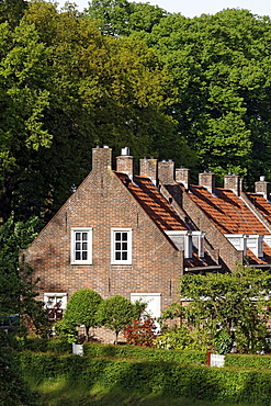 Row of old brick houses near Huis Bergh castle, 's-Heerenberg, Gelderland, Lower Rhine region, Netherlands, Europe
